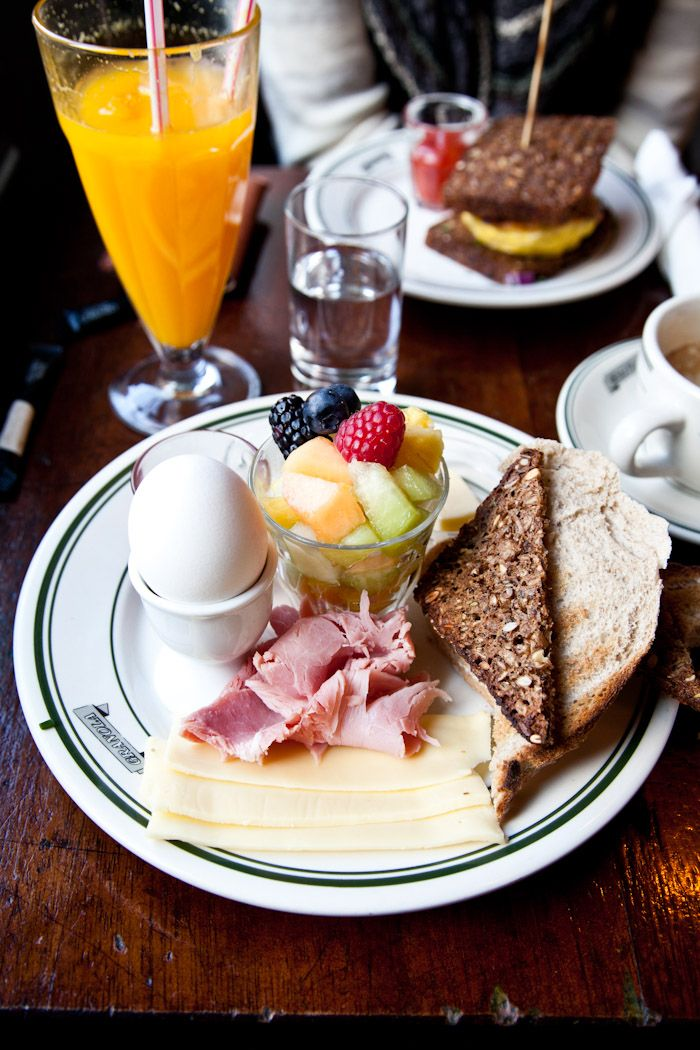 i always wanted to eat an egg like this ;-)  that breakfast looks amazing <3