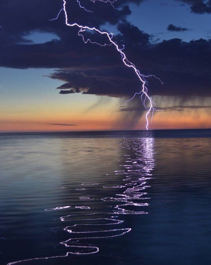 Lightening reflecting of the water //PINTEREST: selinaa//