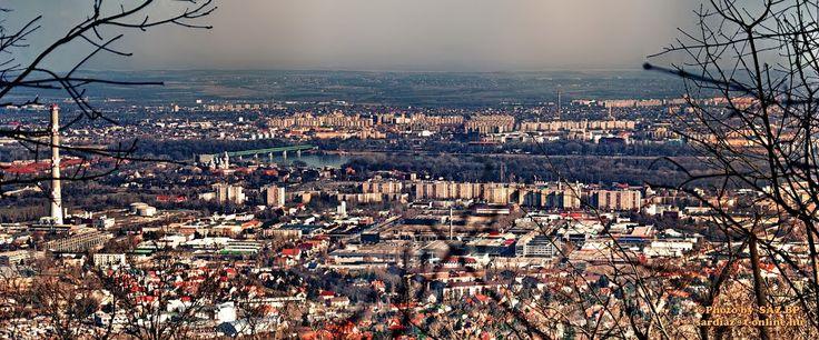 Budapest tele van gyönyörű helyekkel, de a kilátók, ahonnan belátni az egész várost, egyszerűen kihagyhatatlanok. Ráadásul van belőlük bőven, úgyhogy lehet válogatni.