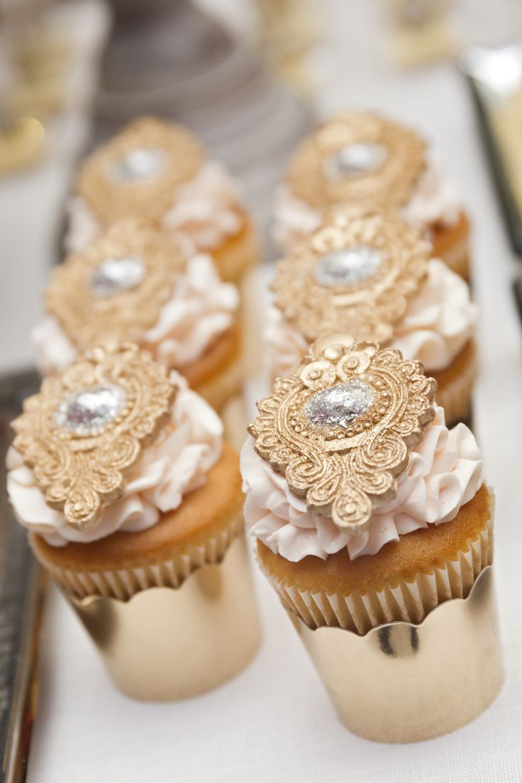 Glamorous gold wedding cupcakes - so elegant! ProChicEventsbyJessica