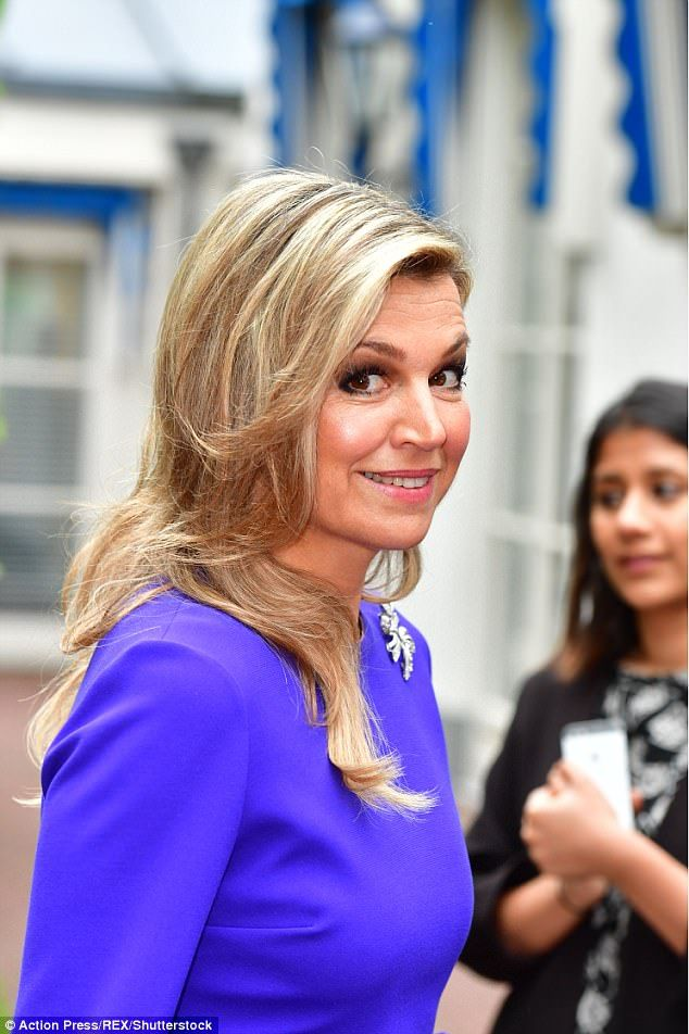 As the special advocate of United Nations, today Queen Maxima attended opening of SDG's (UN Sustainable Development Goals) international seminar held at Hague Institute, topic of which is Law and Education. Sheikha Moza bint Nasser from Qatar also attended the seminar. Sheikha Moza bint Nasser gave an opening speech at the seminar. Queen Maxima wore ROKSANDA Margot crepe dress