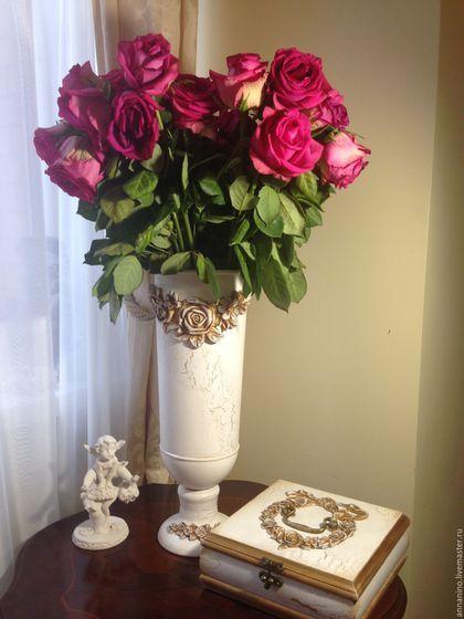 Купить или заказать Ваза Благородная Классика в интернет-магазине на Ярмарке Мастеров. Металлическая ваза, можно использовать для сухоцветов и для роскошного букета живых цветов,даже без цветов смотрится очень эффектно, декорирована объемными розами, кракелюром, высота 40 см. Многослойное лаковое покрытие.