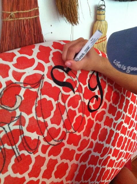 Dorm room headboards! Making your own fabrics, and soooo much more. Fabulous dorm room ideas. Really crafty.