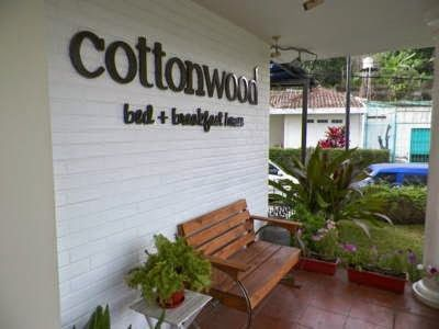 Booking Cottonwood Bed & Breakfast House Bandung Online Murah