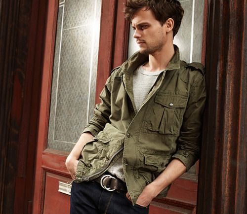Matthew Smoking Hot!!! - matthew-gray-gubler Photo