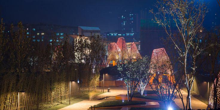 Galeria - Arquitetura e Paisagem: Pavilhões de metal perfurado se elevam no parque, por Martha Schwartz - 151