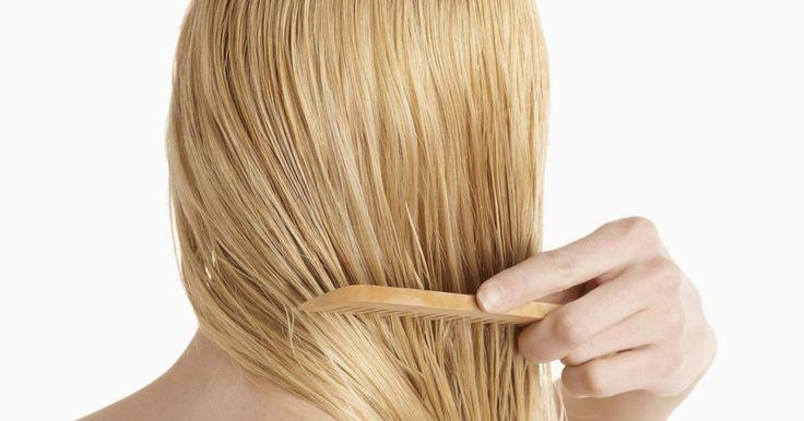 Cómo quitar un color gris ceniza del cabello rubio claro