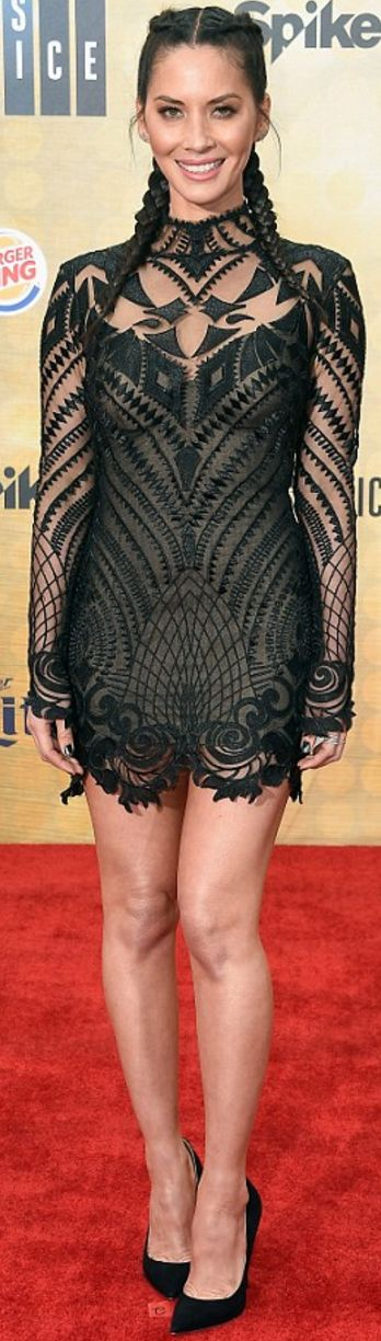 Who made Olivia Munn's black lace dress?