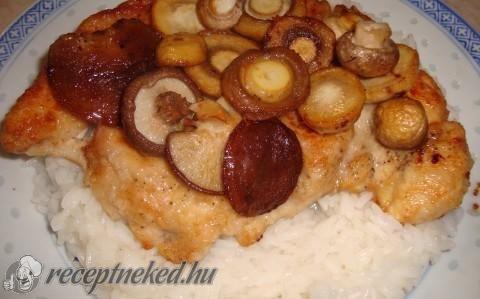 Natúr csirkemell gombával és rizzsel recept fotóval