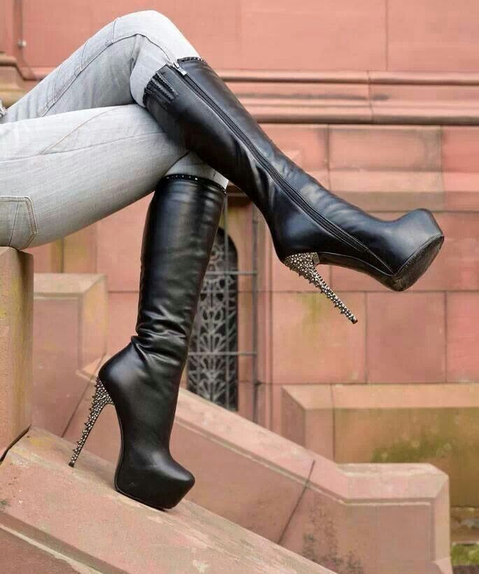 I'd so love to have the Boots she is wearing