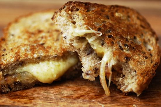 gruyere grilled cheese with caramelized onions