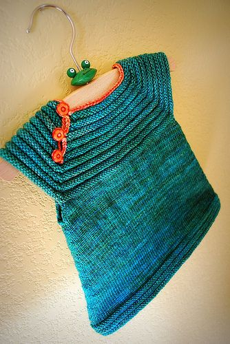 Patte I don't knit but my sister does.(hint, hint) @Kim Dicken: Tora Froseth's 'Little Sister's Dress' knittedOVE!