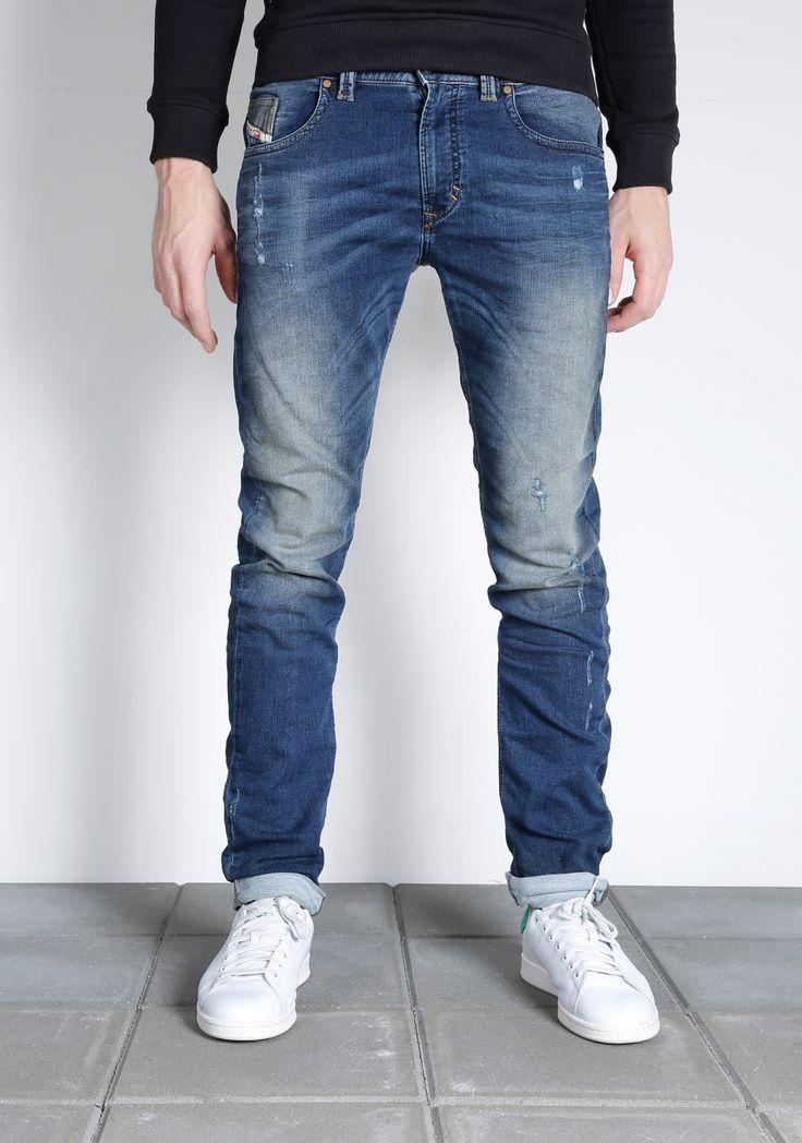 Diesel Thavar-NE jogg jeans for men. Diesel heren #JoggJeans broek. Bekijk alle nieuwe joggjeans op de website of bezoek de winkel. Nieuwe collectie en sale. #Thavar-NE