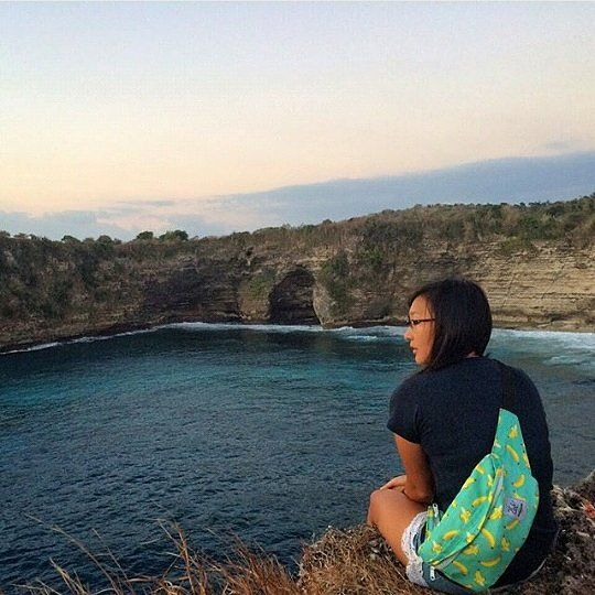 Enjoy the afternoon in Nusa Penida with banana waistbag from @CubTravelers, credit to @audreyjiwajenie, for the beautifull photography, #bags #products #outdoor #island #lake #waterfall #river #afternoon #banana #waistbags #slingbags #fruit #traveling #traveler #exploreindonesia