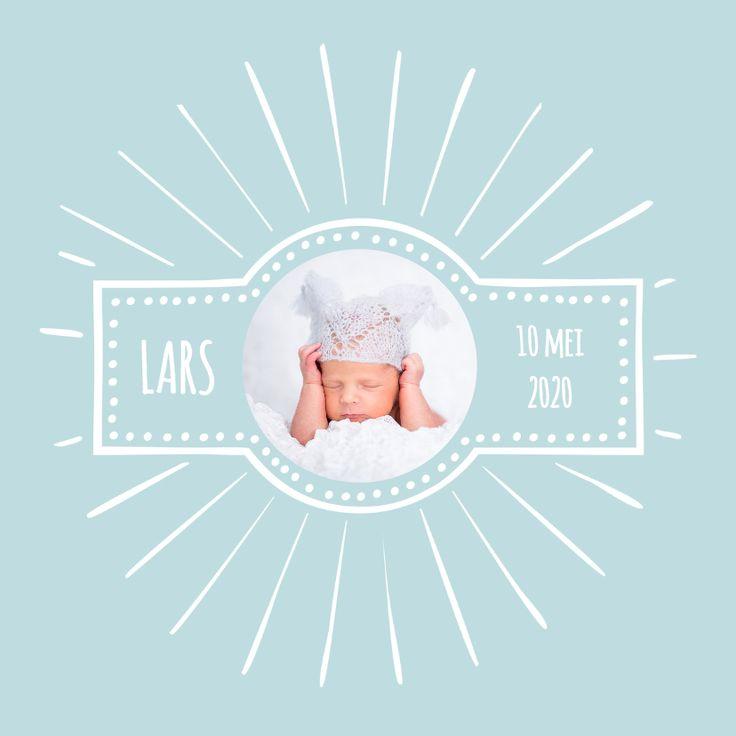 Lief, schattig, hip en retro geboortekaartje waar je de eerste mooie baby foto's in kunt plaatsen. Makkelijk te maken, lukt altijd.