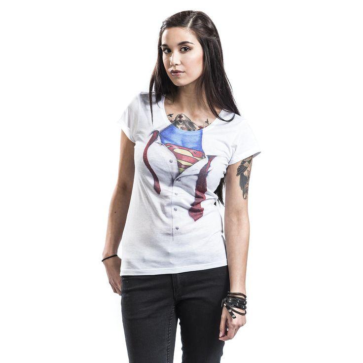 """Maglietta donna a maniche corte """"Super Blouse"""" dedicata a #Superman con ampia stampa sul davanti della camicia bianca con cravatta rossa sotto la quale si nasconde il costume del supereroe."""