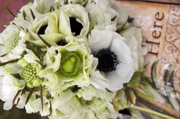 Bouquet da sposa con fiori bianchi