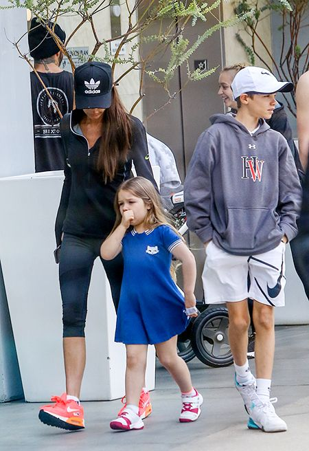 Виктория Бекхэм с дочерью и сыном Ромео