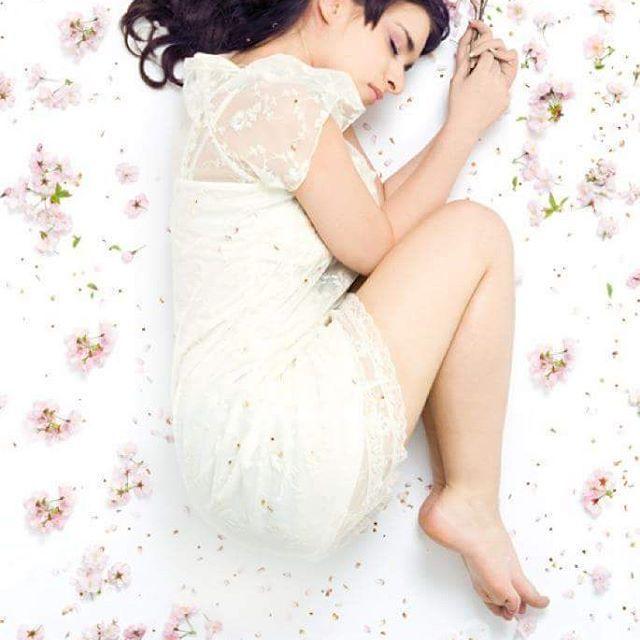 【minnie_mitsuoka】さんのInstagramをピンしています。 《赤ちゃんに見えますね(笑)早く春になって欲しいです。寒いのが苦手ですから。(T-T)  カメラマン Dimitri Zimmer メイク Nadine van der Wyk  #ポートレート #桜 #撮影 #モデル #モデル気取り #モデル撮影 #ヘアメイク #春 #ハーフ #サロモ》