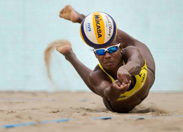Lo más carioca que puede haber. En Rio 2016, las arenas de Copacabana son el escenario de los torneos de duplas masculinas y femeninas de voleibol de playa, deporte que hace parte de los Juegos Olímpicos desde Atlanta 1996.