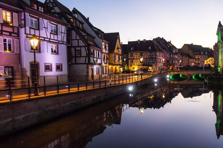 Petit Venise in Colmar (Photo : Maria Dashkevich) #Colmar #Alsace #France #Noël #Christmas #Weihnachten #romance #romantique #Romantik #Travel #Voyage #lumière #Licht #lights #Reise (www.noel-colmar.com)