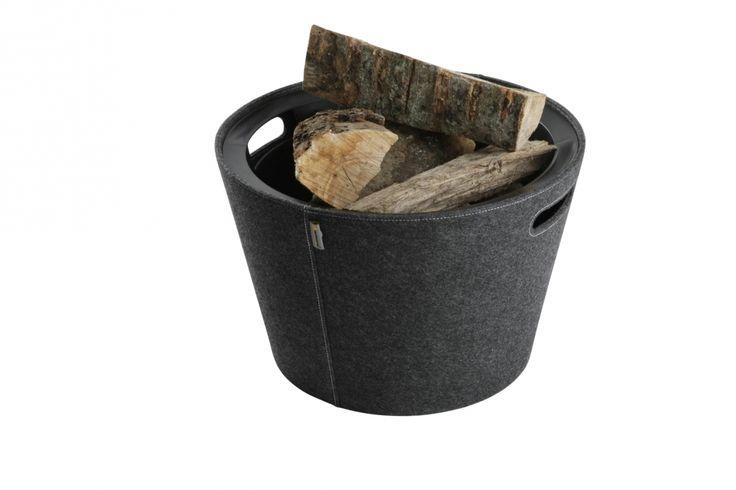 Vedkorgen har löstagbar skyddsinsats. När vintern är över konverterar du korgen till en prylsamlare. Passar bra för vedsamlare - Ø 45 cm