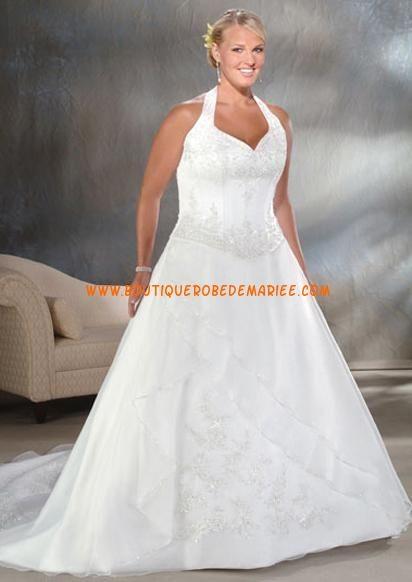 Robe de mariée grande taille avec traîne chapelle