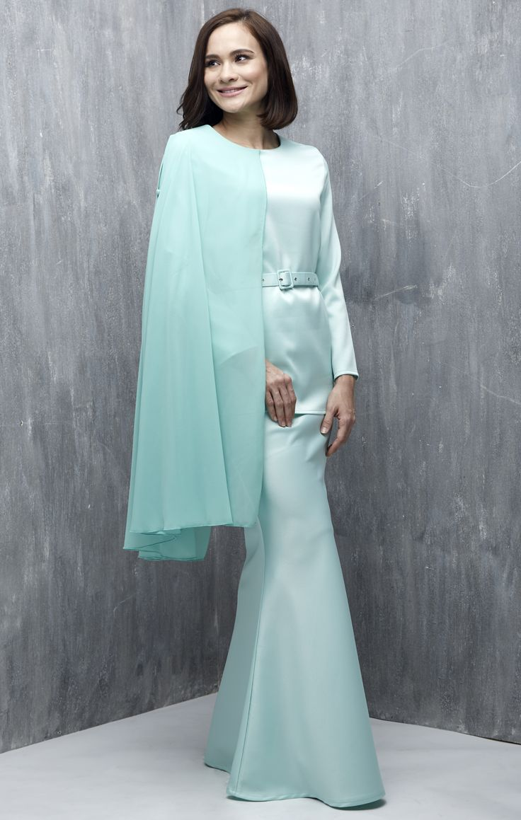 EMEL X AISHAH SINCLAIR - STENELLA - Modern Baju Kurung with Cape (Green) This sweet and ladylike modern baju kurung is perfect for an afternoon visit with your family for Hari Raya Featuring a one sided cape that has an armhole so that you can sport various looks this Raya and still look stylish. #emelxCLPTS #emelxAishahSinclair #emelbymelindalooi #bajuraya #bajukurung #emel2016 #raya2016 #AishahSinclair #cape #green #moden #2016 #baju #kurung #baju #raya