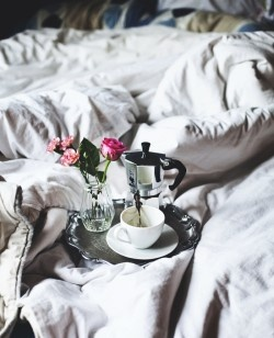 Breakfast in bed. The ideal start of a morning.