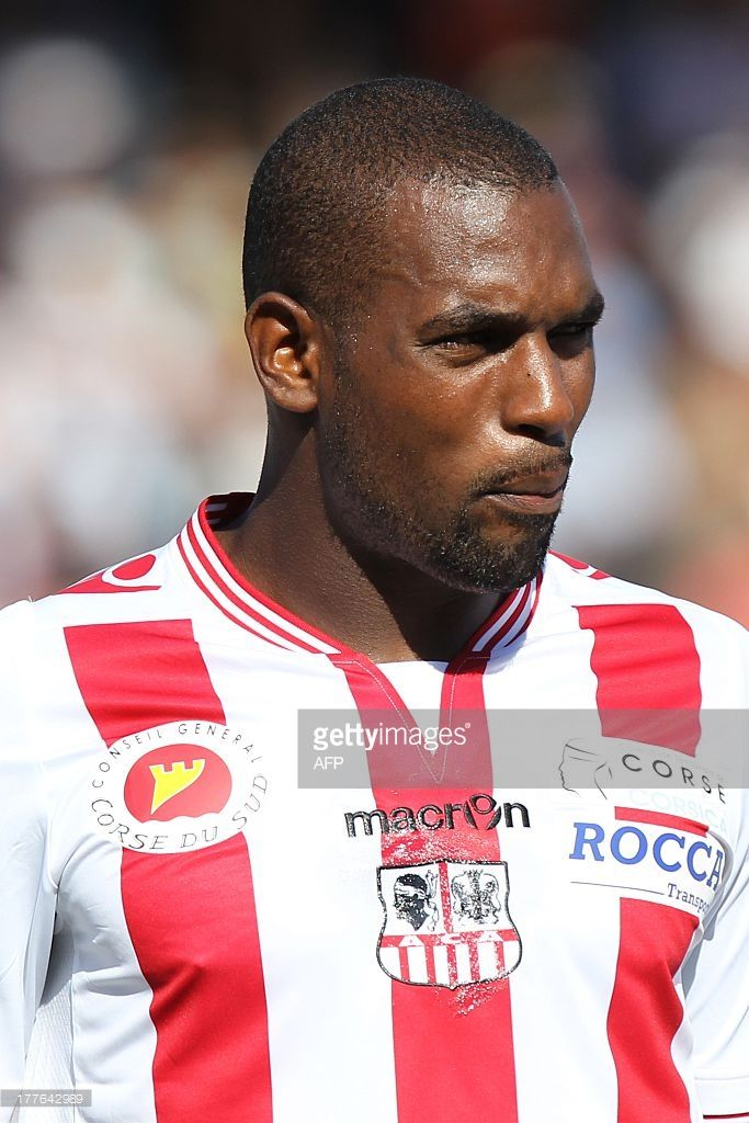 ajaccios-french-defender-ronald-zubar-looks-on-during-the-french-l1-picture-id177642989 (683×1024)