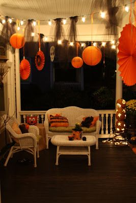 The most beautifully decorated porch... What a way to welcome those trick-or-treaters! Taking note of the black tulle tied onto the strings of lights. So easy! So cool!