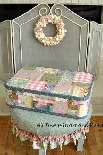 Decorando uma maleta com retalhos.