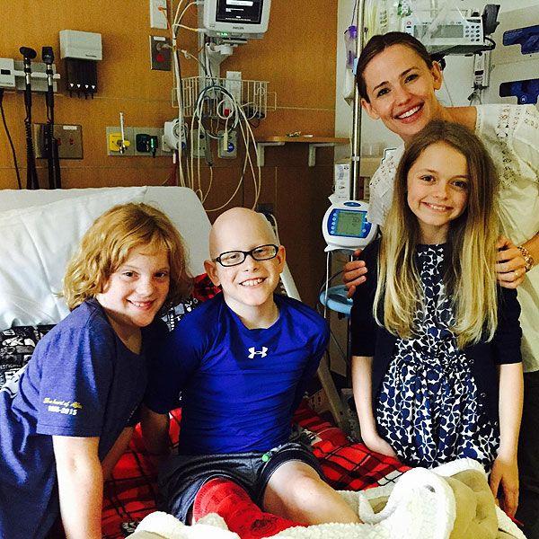 Jennifer Garner makes a surprise visit to a boy undergoing chemo at Atlanta hospital