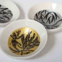 Gold & Silver Little Bowls. Perfect little dipping bowls starring our own Kowhai and Flax flowers. Gorgeous.  http://www.newzealandshowcase.com/productdetails.cfm/productid/696