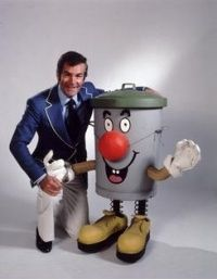 Dusty bin from the game show 3-2-1 but could you do the famous 3 2 1 he did with his hands,  I never guessed the clues either but still enjoyed the show