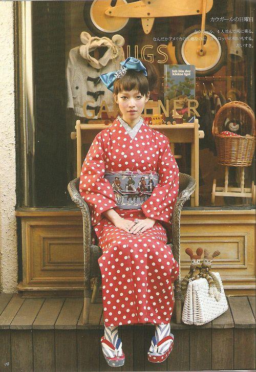 """Yamamoto Yumi no hon `mishin de kimono' wata asa yukata やまもとゆみの本「ミシンで着物」綿・麻・ゆかた (Cotton, linen, yukata """"kimono sewing machine"""" book by Yamamoto Yumi) - Editor : Graphic-sha グラフィック社 - 2008"""