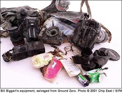 ismét szeptember 11 - emlékezzünk a WTC romjai közt elhunyt fotóriporterre, Bill Biggartra -> http://blog.volgyiattila.hu/?p=7044  Fotó: Chip East/SIPA  #fotó #sajtófotó #munka #történelem #wtc #911 #tragédia