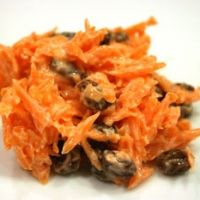 4 cups finely shredded carrots      1 can (20 oz.) crushed pineapple, with juice      1 cup raisins      3/4 cup mayonnaise      1 tbsp. sugar      1/2 tbsp. fresh lemon juice
