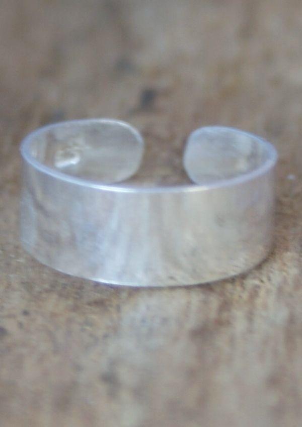 Karma East - Silver Flat Plain Toe Ring