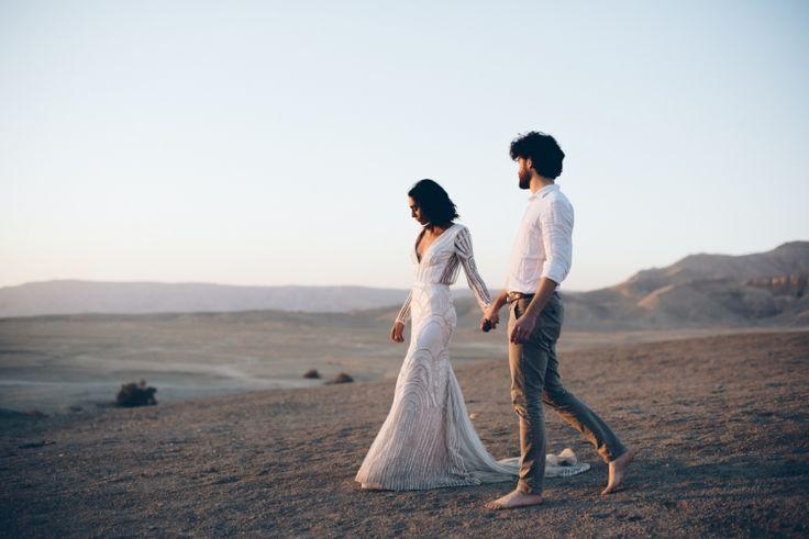 fluidadesign.com style and Floral.  wedding in the desert, Amber chloe dress, Al moudira Resort. Lelia Scarfiotti ph.