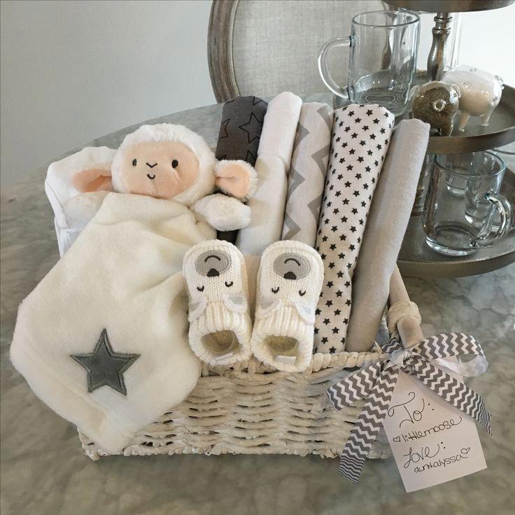 Erinnern Sie sich an das Vergnügen, das mit einem neuen Baby mit maßgeschneidertem Kleinen verbunden ist …   – Baby gift basket
