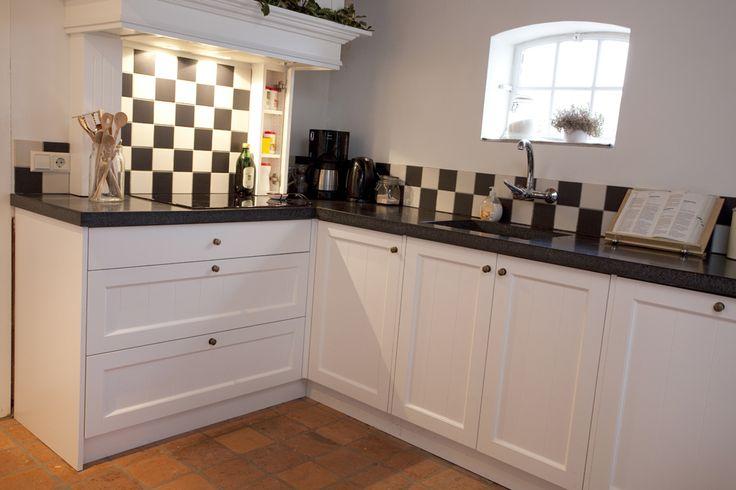 Keuken Zwart Wit : Landelijke stijl keuken. Combinatie tussen keuken, zwart-wit tegeltjes