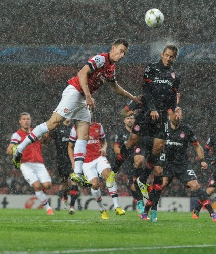Laurent climbs high in the driving rain against Olympiacos. #Arsenal