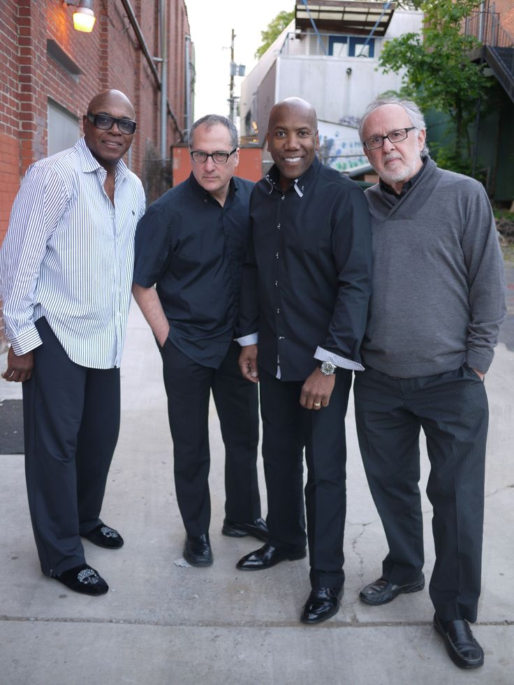 Fourplay American contemporary jazz quartet. The original members of the group were Bob James (keyboards), Lee Ritenour (guitars), Nathan East (bass), and Harvey Mason (drums).In 1997, Lee Ritenour left and Fourplay chose Larry Carlton as his replacement. In 2010, Larry Carlton left Fourplay and was replaced by Chuck Loeb.Grammy-nominated Fourplay has enjoyed consistent artistic and commercial success by grafting elements of R and pop to their unwavering jazz foundations.