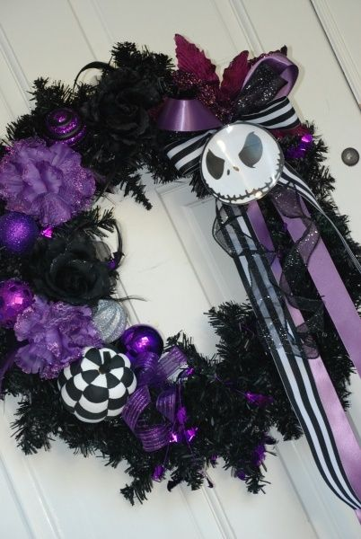 Nightmare Before Christmas Wreath. For my desk this Halloween. Need a new theme.