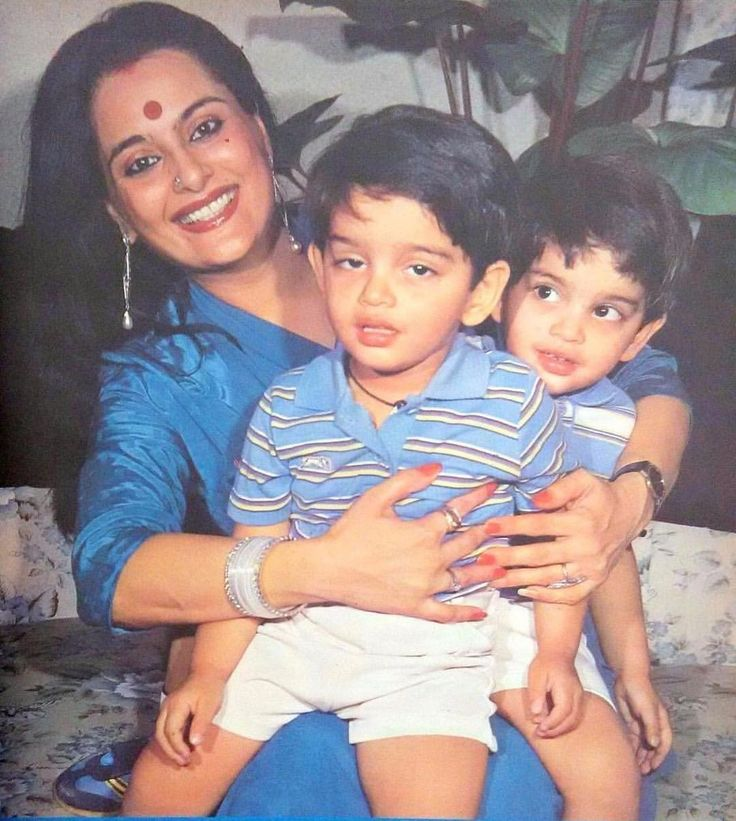 "1 Likes, 1 Comments - muvyz.com (@muvyz) on Instagram: ""#muvyz091217 #BollywoodFlashback Poonam Sinha with sons Luv and Kush in 1983. #motherson #muvyz…"""