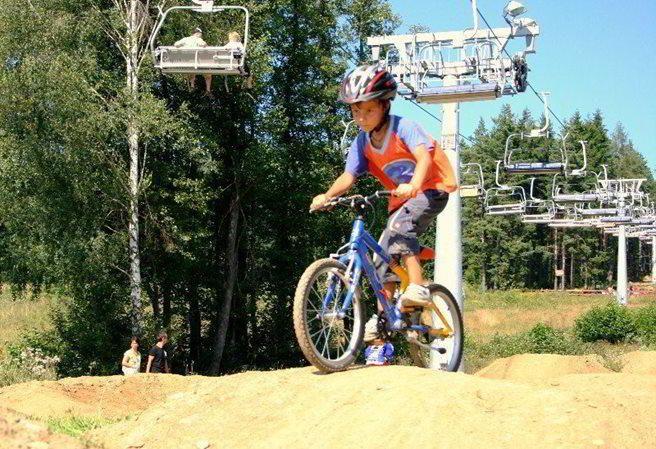 Kudy z nudy - Specialized Bikepark Lipno - rodinná zábava na kole, jak ji ještě neznáte