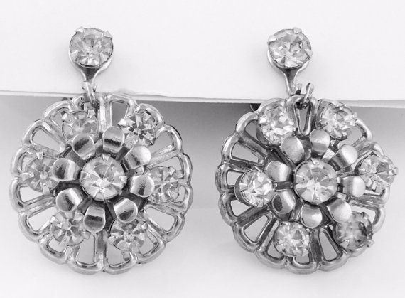 Beautiful rhinestone dangle earrings with lovely floral shape. No clouding or yellowing in the stones. #adoredblessings  #vintagejewelry
