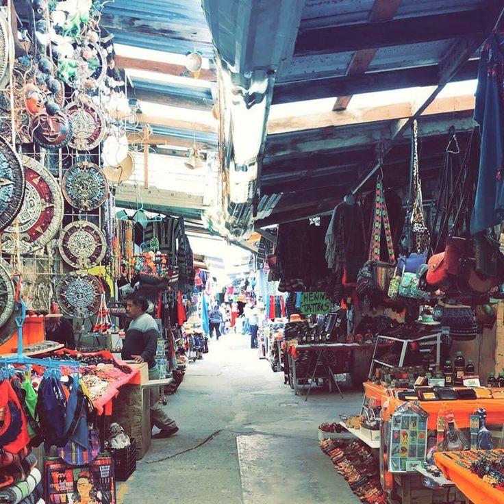 Cuando viajes a #Rosarito no olvides visitar el mercado de artesanías y llevarte un pequeño recuerdo como tazas, collares, juguetes, sudaderas, playeras y más #BajaCalifornia #DescubreBC #DiscoverBaja #EnjoyBaja #DisfrutaBC #Summer #Verano #México #BajaMexico #Mx #Vacaciones Inicia tu aventura visitando: www.descubrebajacalifornia.com  Aventura por ob_scarletbegonias
