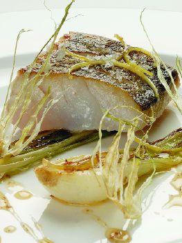 Trancio di merluzzo arrosto, cipollotti e limone candito di Andrea Berton - Aromaweb